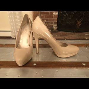 Patent leather beige platform heels